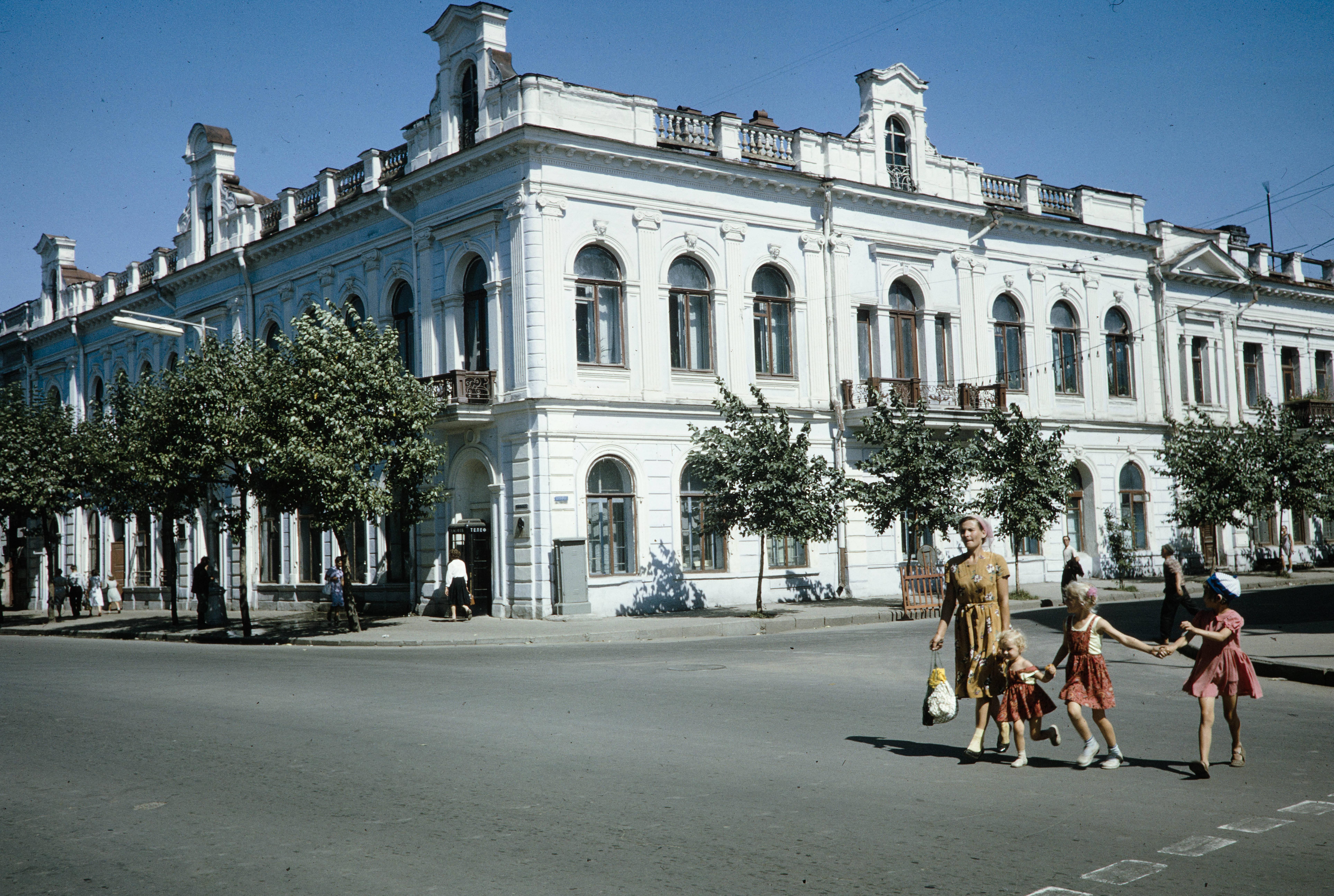 Угол улиц Карла Маркса и Фурье