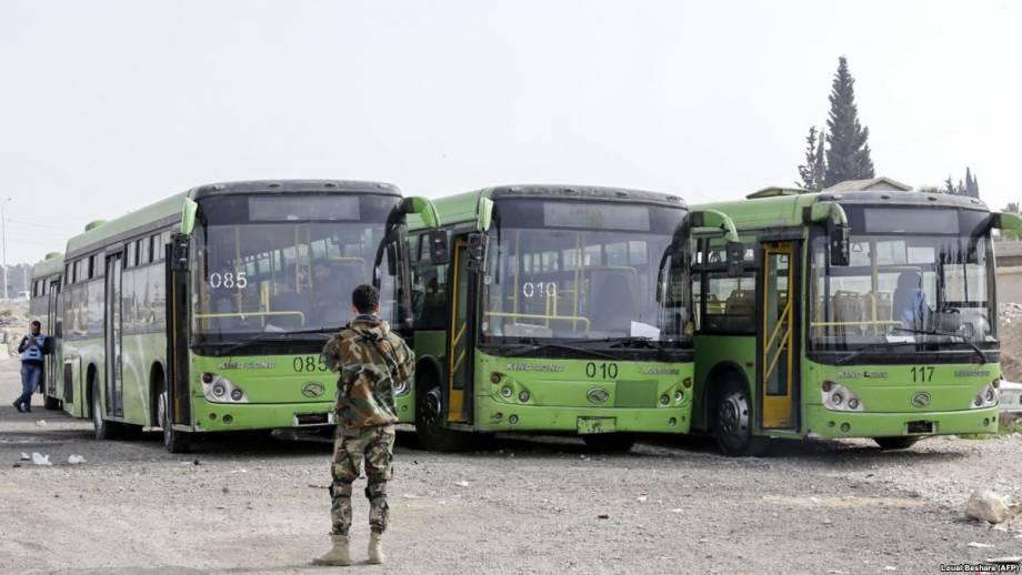 Сирия: несколько правительственных автобусов вывезли группу повстанцев из Восточной Гуты