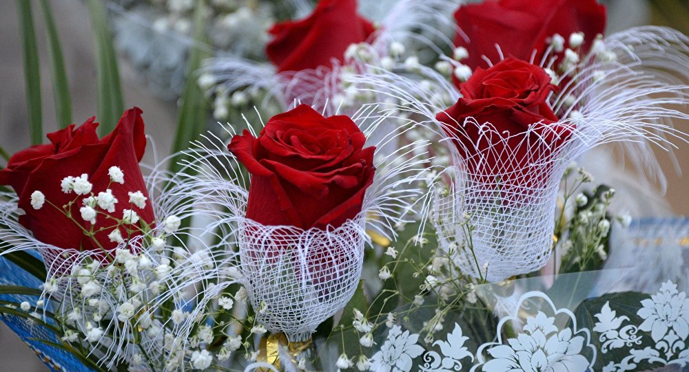 Открытки День архивов. Розы в подарок