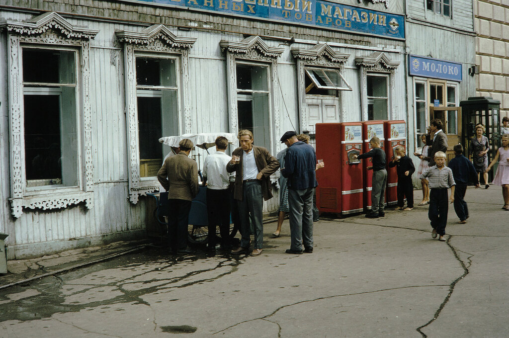 Russia, people buying drinks in Khabarovsk