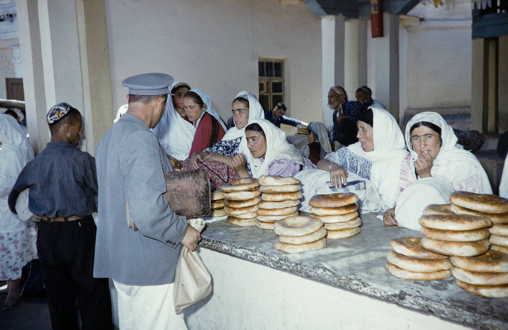 Kirghizia, merchant selling moslem unleavened bread at market