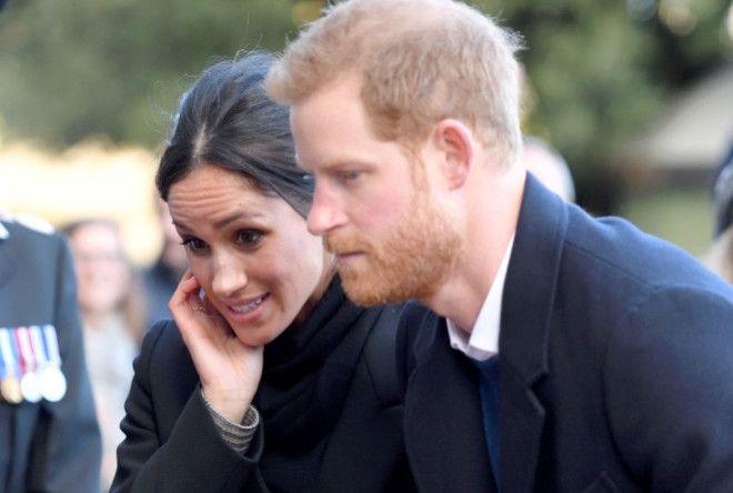 Впрочем, и сами влюбленные нередко нарушают королевский протокол – например, объятиями на публ