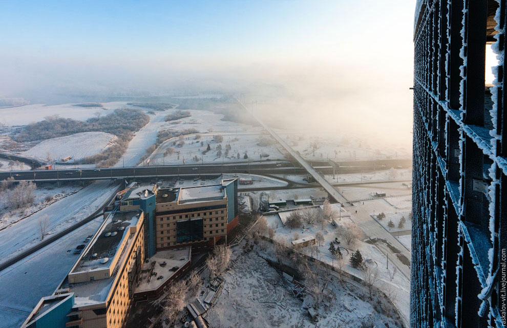 Вантовый пешеходный мост  на остров Татышева через Енисей. (Фото Вадима Махорова):
