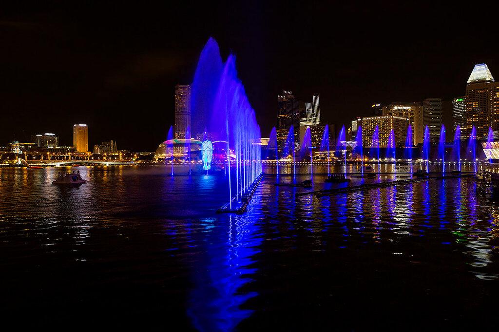 Лазерное шоу на набережной Марина Бэй.