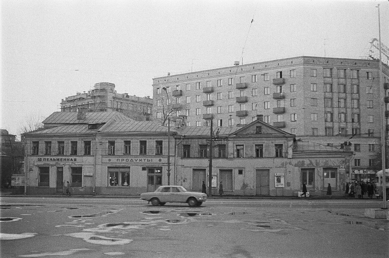 Пельменная на Зубовской площади пельменным, гуляли, 1970х, Бессмертного