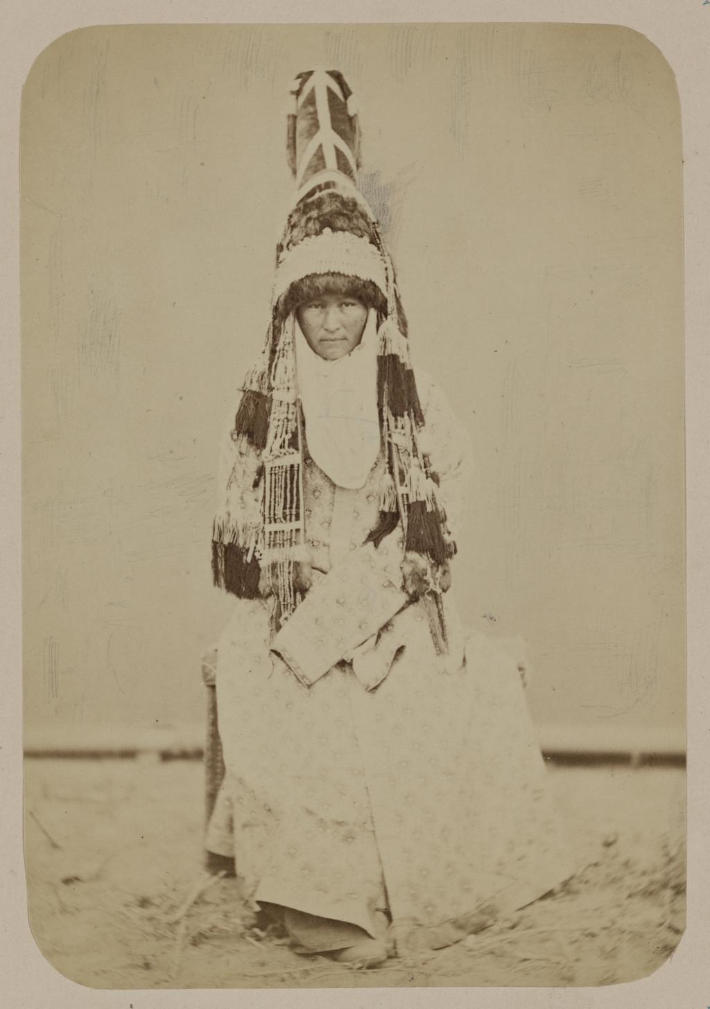 Одежда киргизской женщины. Турецкий «саукеле», церемониальный головной убор