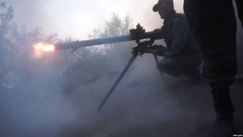 Военные сообщили об обстрелах и пострадавших