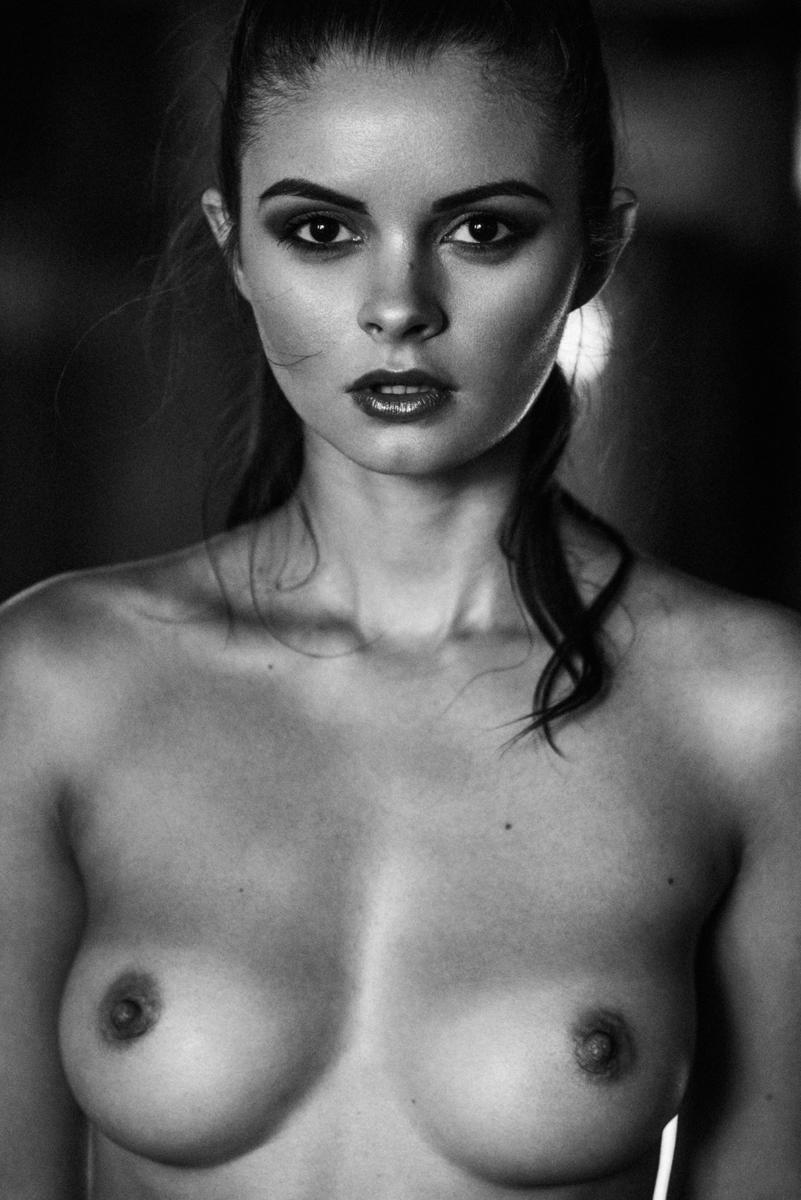 Julia Liepa для INSOMNIA Magazine | фото Sacha Leyendecker