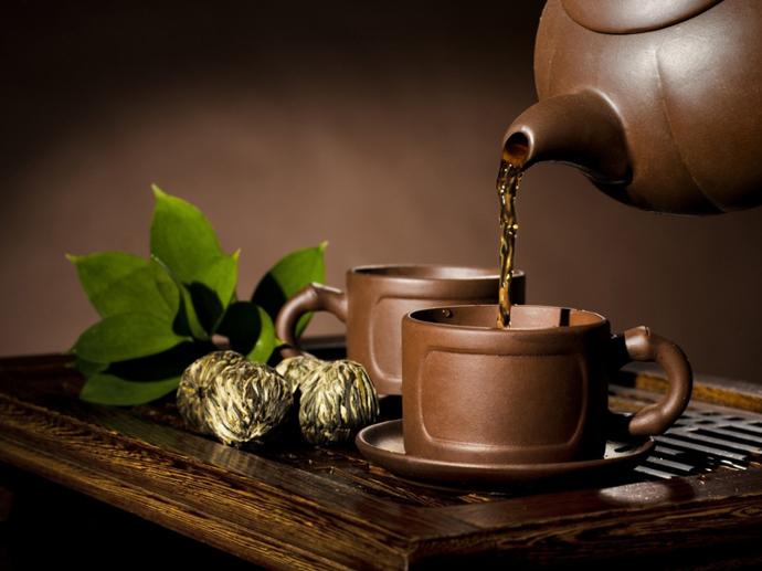Открытки. Международный день чая. Разливаем чай