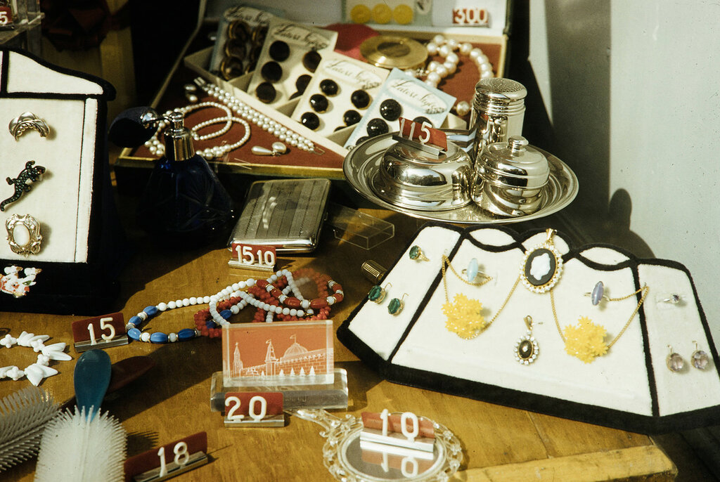 Russia, jewelry and personal goods for sale in Moscow