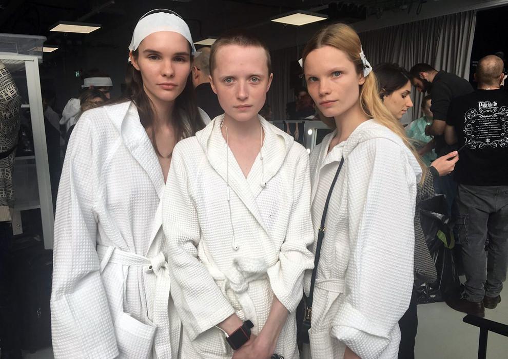 Показ Gucci в Милане закрыла Ольга Запивохина — российская модель ростом 165 сантиметров, пережившая трепанацию черепа
