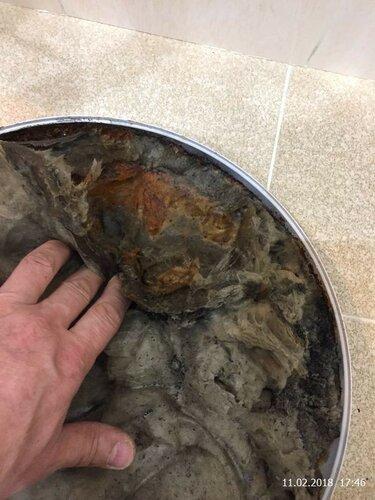Термоизоляция на нижнем колпаке сырая и ржавая
