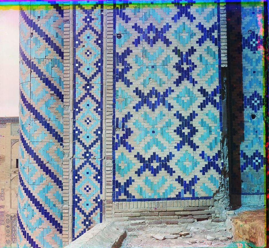 Шир-Дор. Стена и колонка наверху