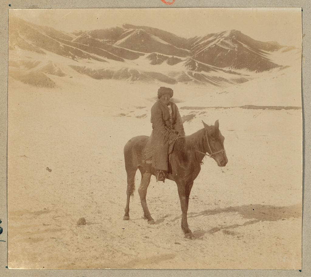 Окрестности Самарканда. Башкир близ ст. Черняево в горах Тянь-Шаня над Салюктинскими копями