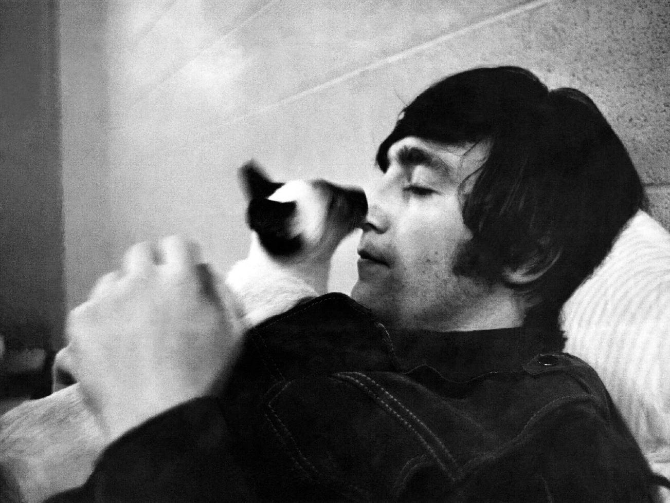 1965. Джон Леннон