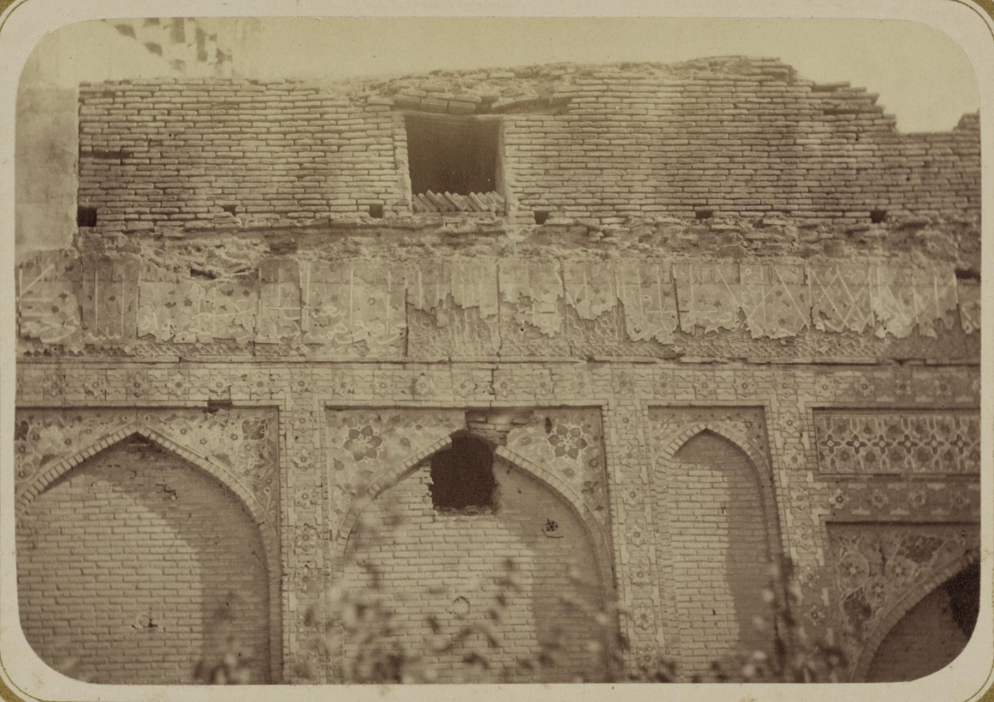 Мавзолей эмира Тимура Курагана (Гур-Эмир). Надписи, идущие по фризу всего фасада