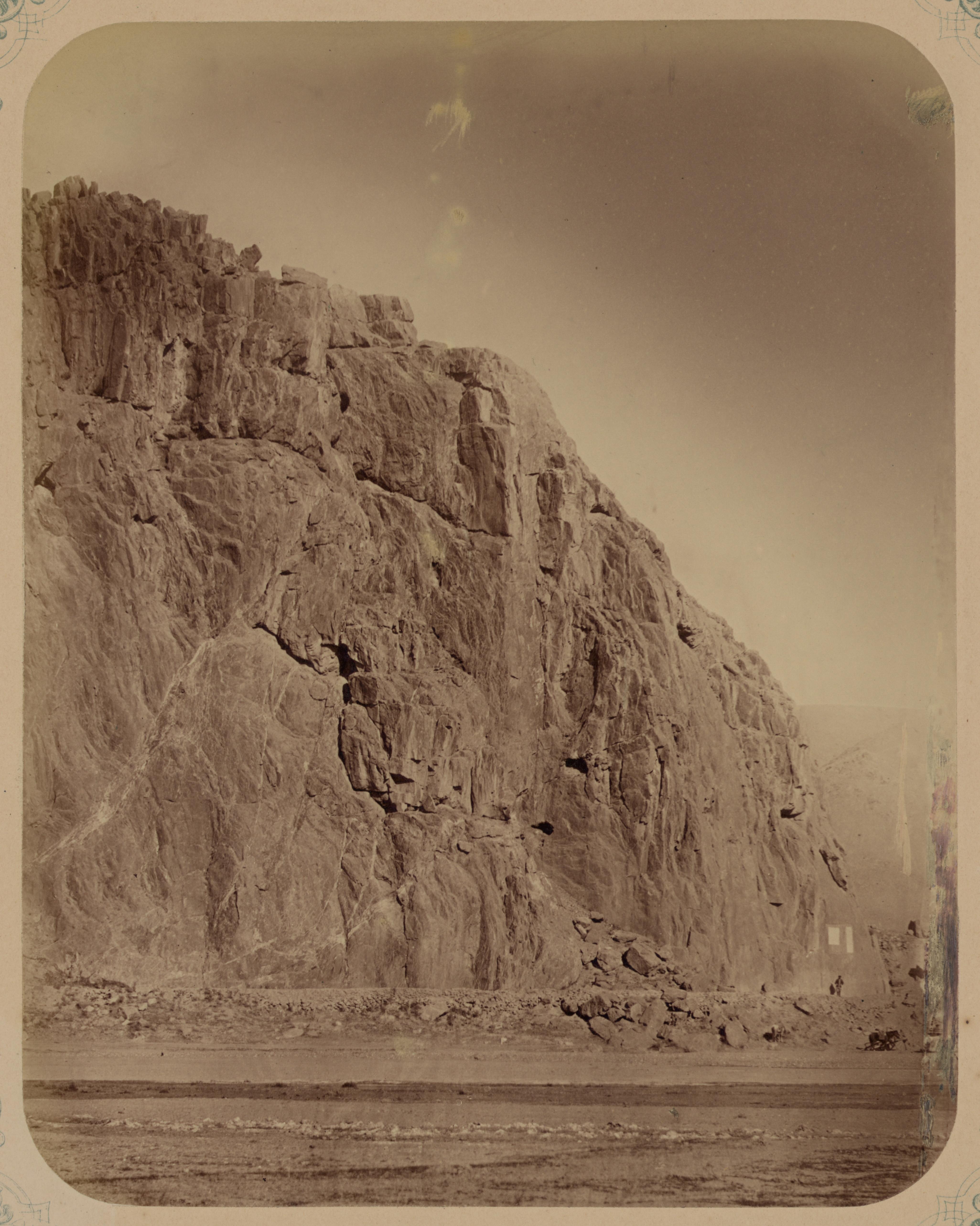 Окрестности Джизака. Скалы, образующие Илан-Утинское ущелье