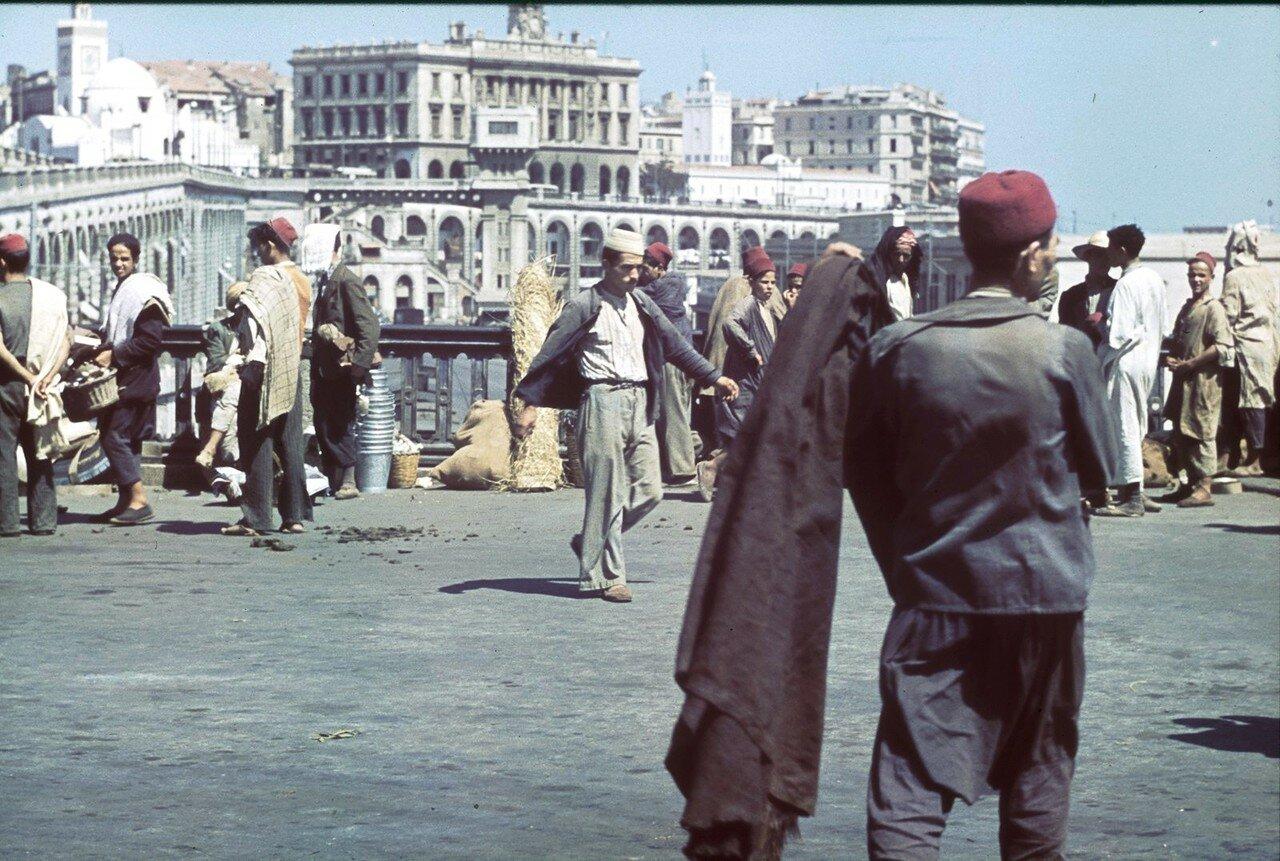 Уличные торговцы в гавани