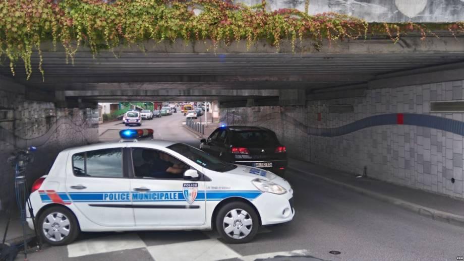 СМИ: в супермаркете на юге Франции неизвестный захватил заложников