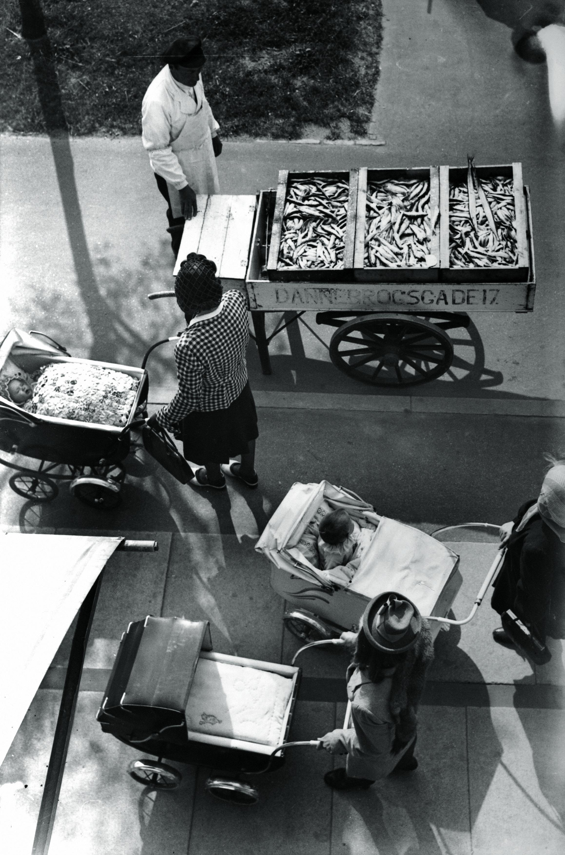1943. Торговец рыбой. 9 мая