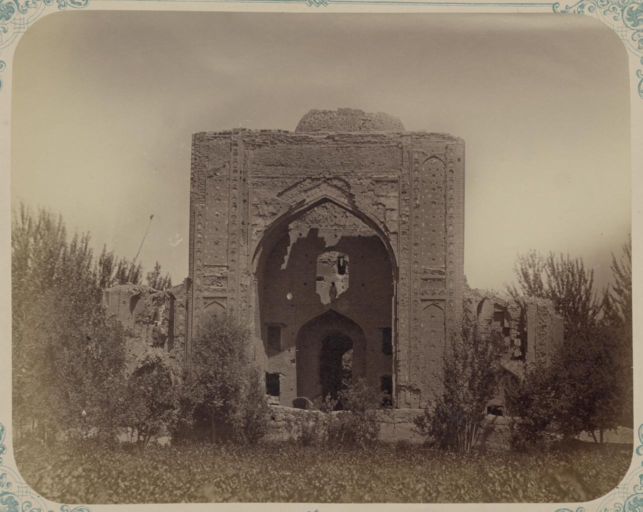 Ишрат-хана, развалины летнего дворца Тамерлана. Главный фасад (западный)