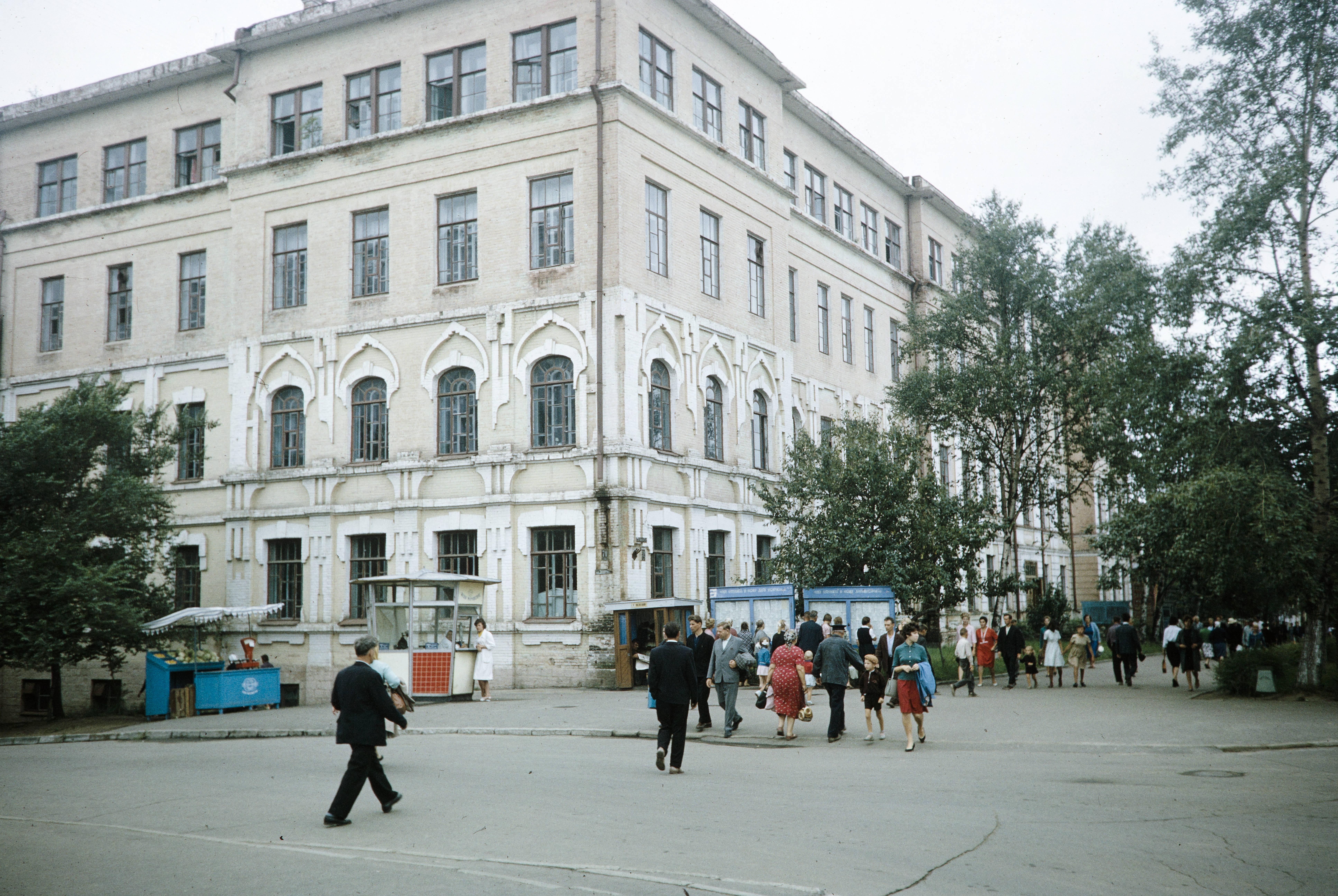 На углу улиц К.Маркса и Запарина
