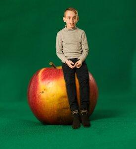 Коллаж с яблоком