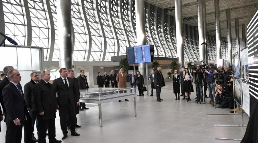 Президент РФ Владимир Путин осмотрел новый терминал аэропорта Симферополь