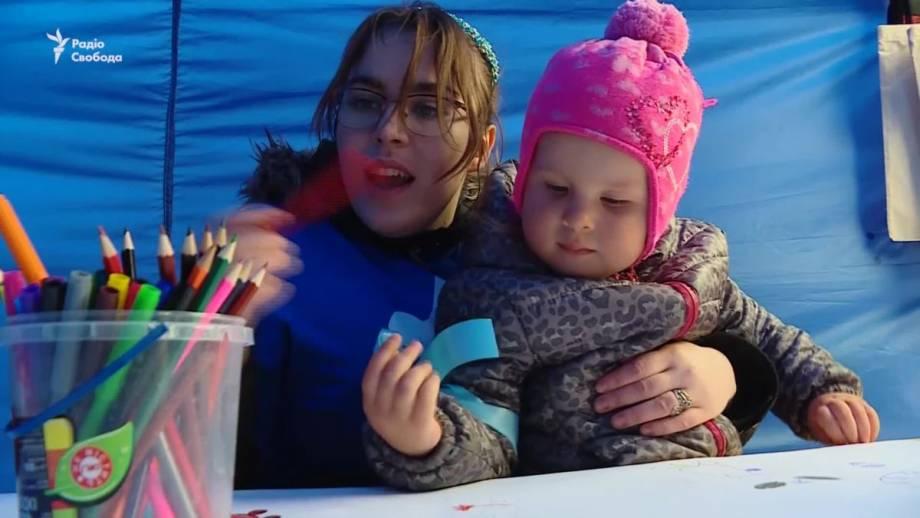 «Киев в голубом»: родители детей с аутизмом провели акцию (видео)