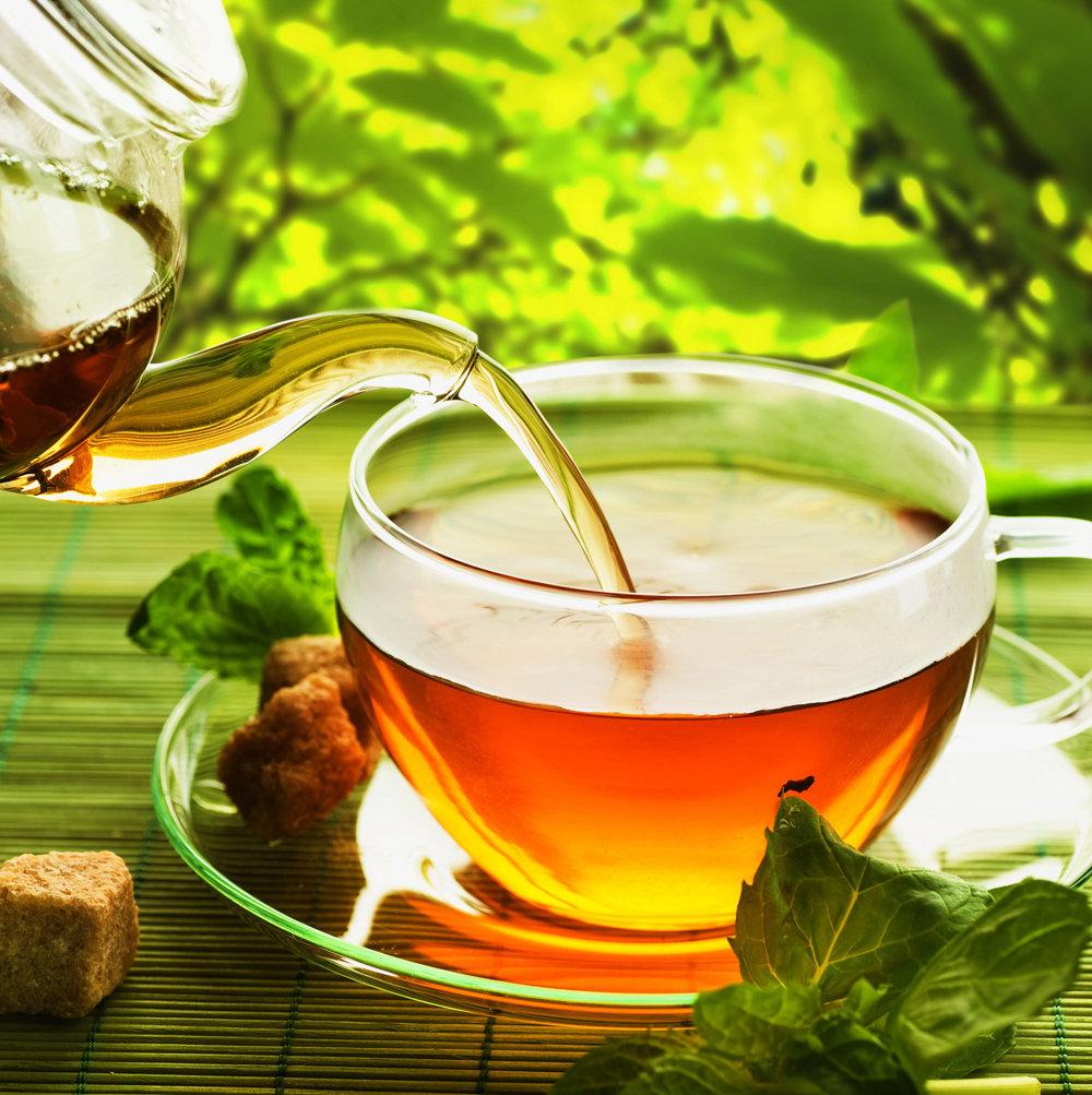 Открытки. Международный день чая. Наливаем чай