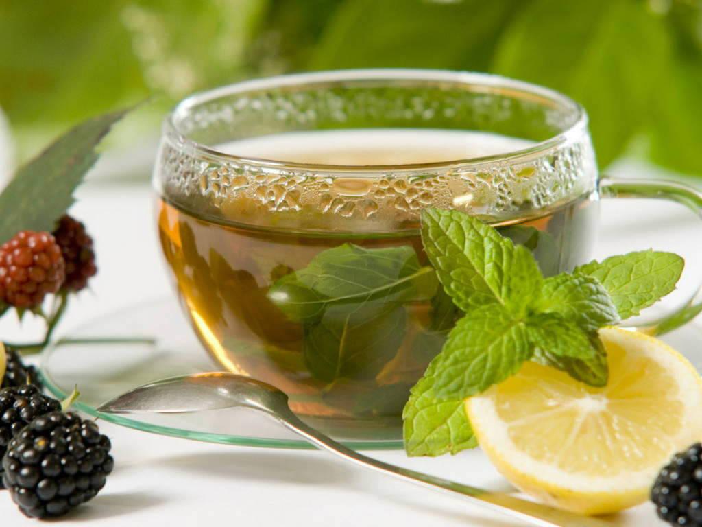 Открытки. С Международным днем чая. Чай с ягодами открытки фото рисунки картинки поздравления