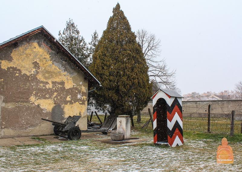 """В концлагере """"Красный крест"""" также есть стена, у которой проводились одиночные расстрелы"""