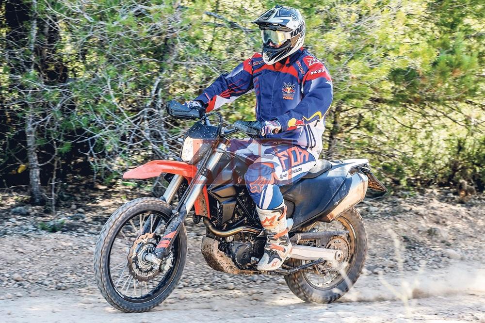 Шпионские фото KTM 690 Enduro / Supermoto