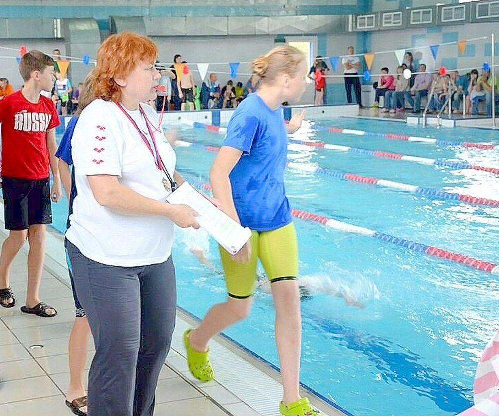 Татьяна Николаевна Зимарева тренирует юных пловцов