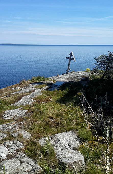 деревянный крест на острове Есусаарет