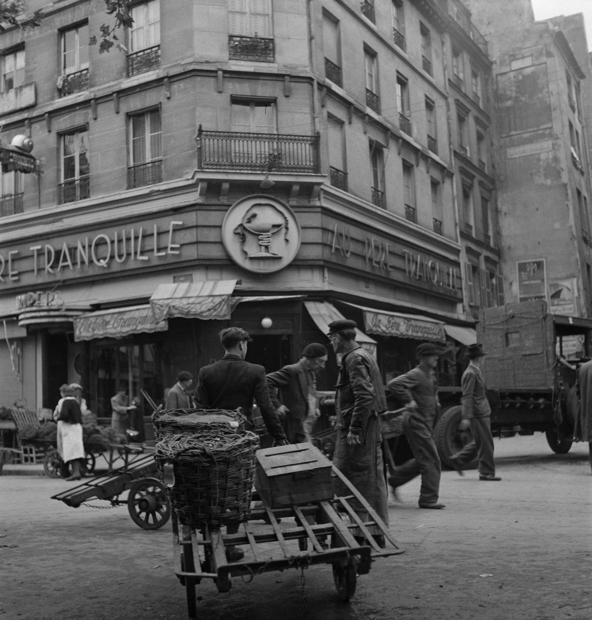 42. «Au Père Tranquille», любимое вечернее место для ищущих луковый суп и бокал шампанского