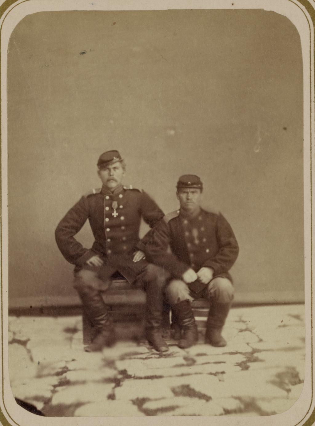 Георгиевские кавалеры, имеющие знаки отличия военного ордена. За дело под Кара-Тюбе 27 мая 1868 г. Рядовые 9‑го Туркестанского линейного батальона Баранов и Макаров