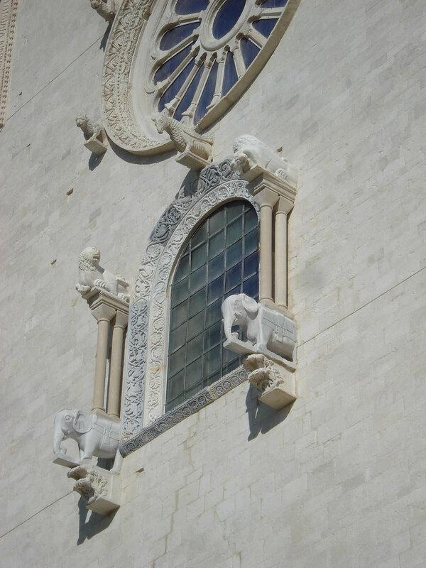 008-западное окно (вид справа).jpg