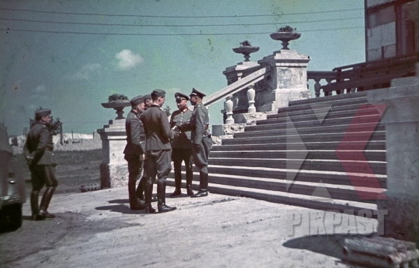 stock-photo-ww2-color-german-wehrmacht-general-with-staff-officers-visit-mansion-ukraine-1942-7918.jpg