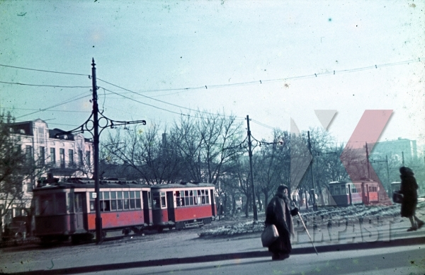 stock-photo-ww2-color-tram-peasants-ukraine-town-captured-1942-7968.jpg