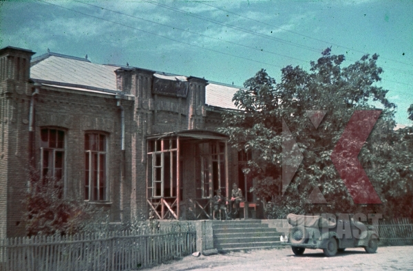 stock-photo-ww2-color-ukraine-1942-wehrmacht-staff-car-parked-outside-military-officers-quarters-summer-7987.jpg