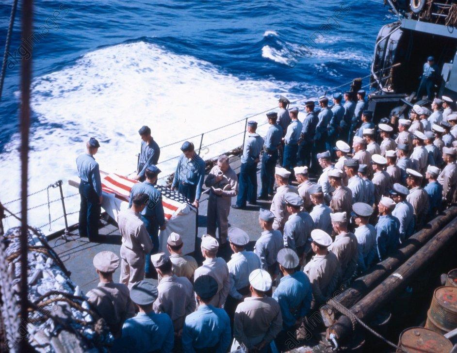 Eroberung v.Iwojima,Seebestattung / Foto - WWII, Pacific, funeral at sea / photo -