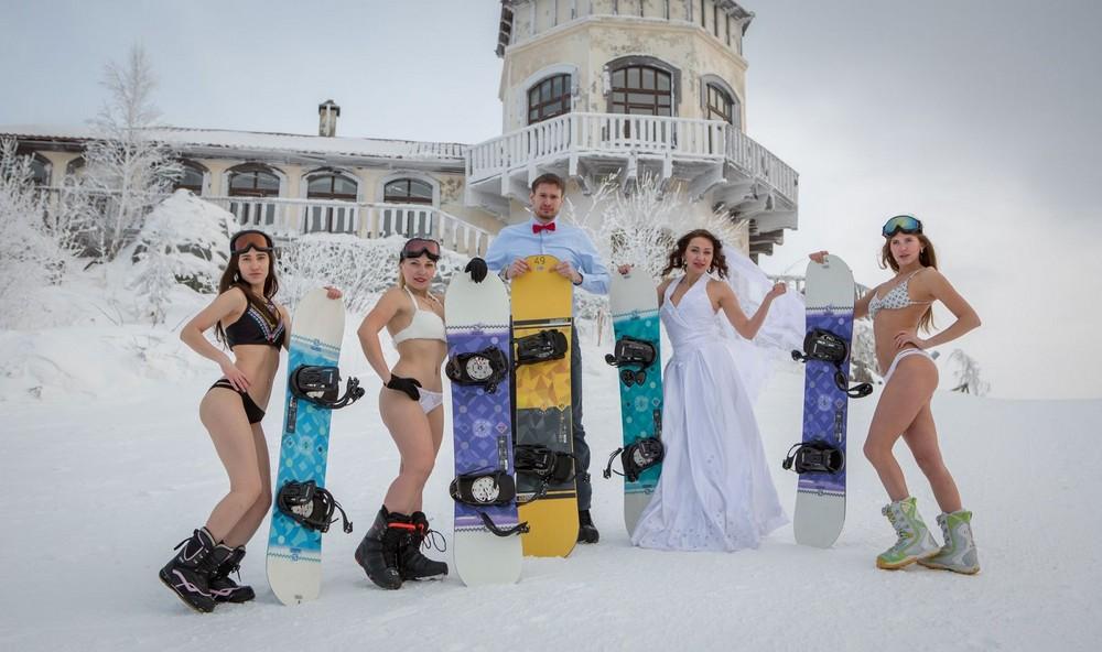 Горячая фотосессия  сноубордисток в бикини