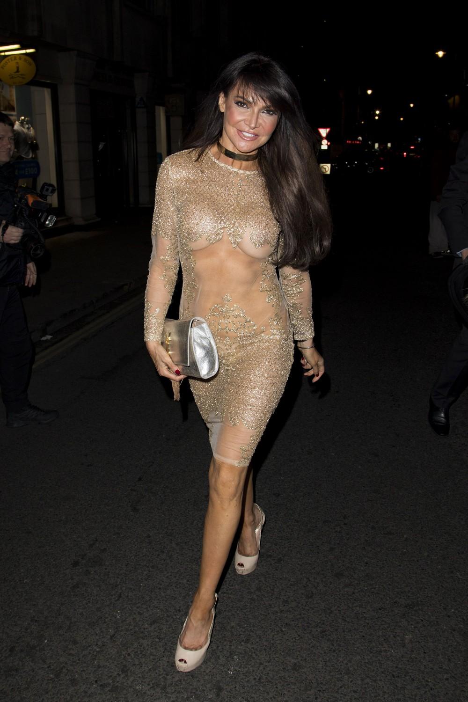 Лиззи Канди в сексуальном платье