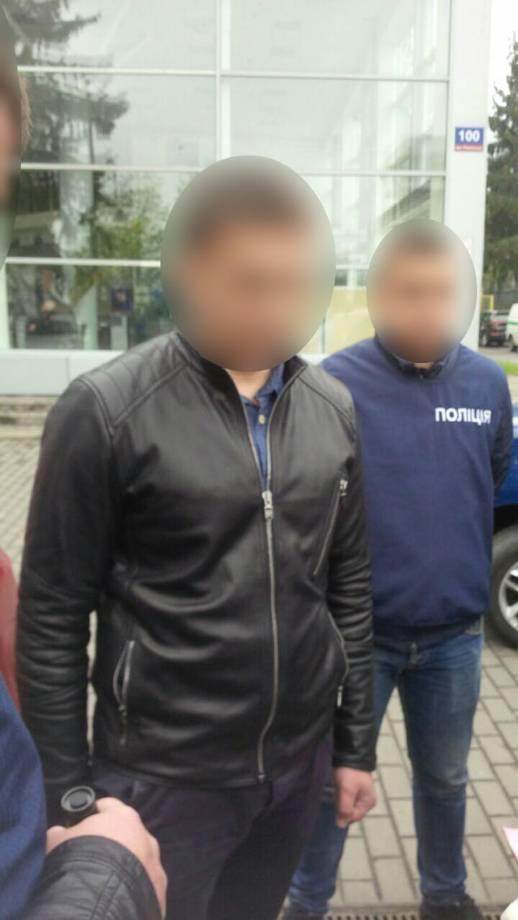 Сотрудник Луцкого военкомата задержан за взяточничество, - военная прокуратура. ФОТОрепортаж