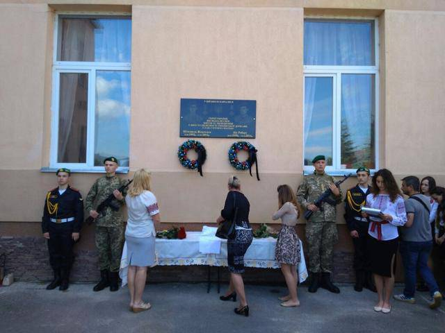 Мемориальную доску погибшим в зоне АТО пограничникам Штолцелю и Кису открыли в Мукачево. ФОТО