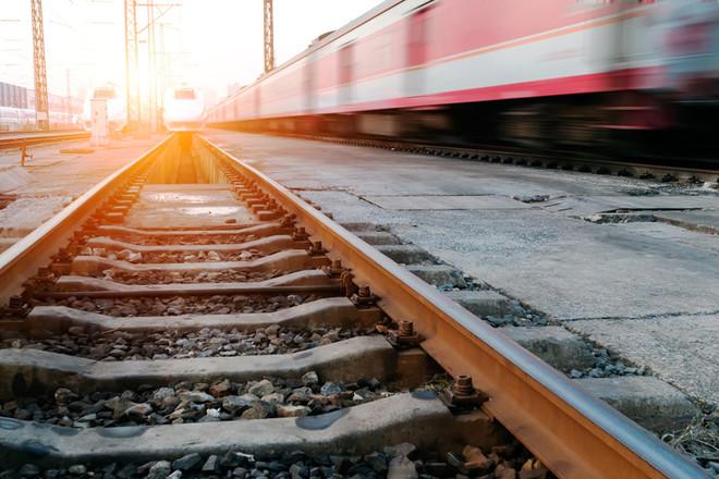 Наперегоне Тоннельная-Баканская поезд насмерть сбил мужчину