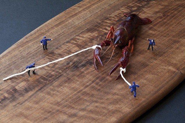 Крохотные человечки в мире гигантской еды от Кристофера Боффоли