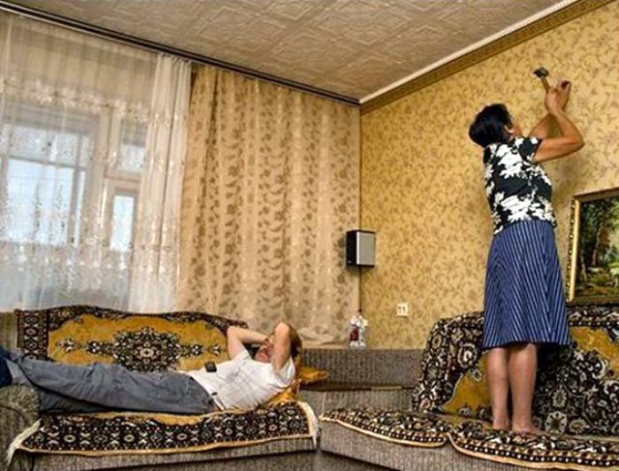 Не будить же мужа из-за какого-то гвоздя.