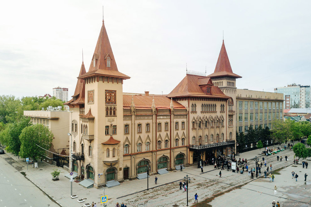 39. Но не всем историческим зданиям Саратова везет, как консерватории. Недавно принятый дизайн-